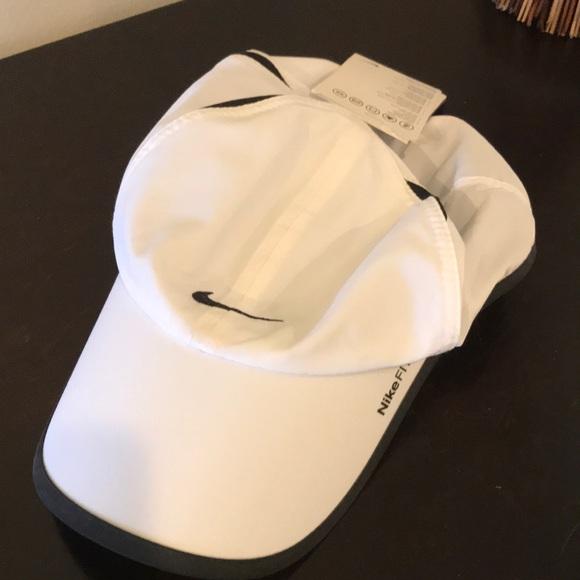 Nike Accessories - Nikefit hat